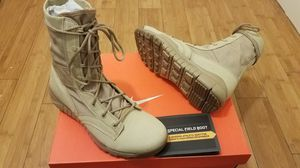 Nike Boots size 8.5 for Men for Sale in Paramount, CA