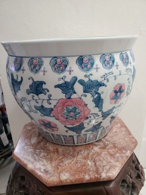 CHINESE PORCELAIN FLOWER POT GREEN WHITE AND PINK.[ measures in the photos]10 inch tall x 12 W. for Sale in Miami, FL