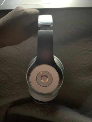 Beats Wireless Solos 3 with case and charger for Sale in Houston, TX