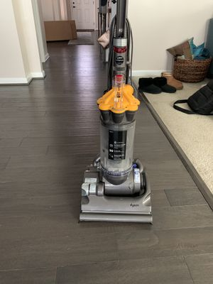 Dyson DC33 Vacuum Cleaner for Sale in Waldorf, MD