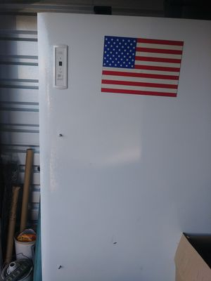 24 cubic ft Frigidaire freezer with lock for Sale in Toms River, NJ