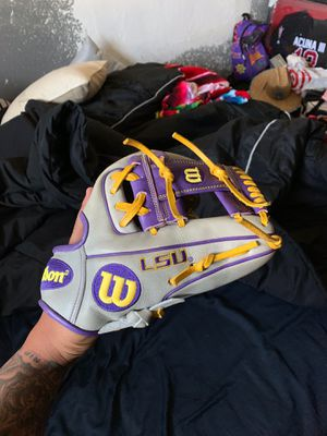 Wilson LSU ISSUED glove for Sale in West Covina, CA