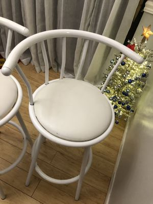 2 swivel white bar stools for Sale in West Palm Beach, FL