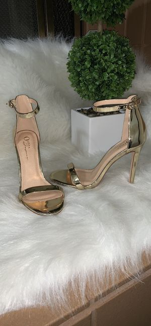 Gold Strap Heel for Sale in Spring Valley, CA