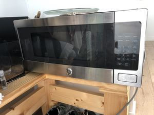 GE Microwave - Jan 2018 model Orig. $399 for Sale in Los Angeles, CA