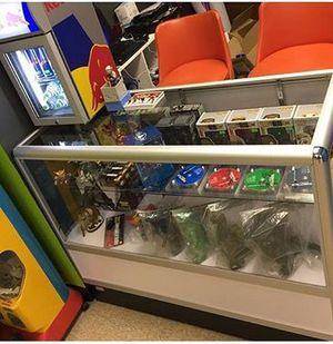 4ft Wide Display Case for Sale in Delaware, OH