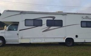 2005 coachmen Leprechaun 31.7FT Class C Ford. F450. Clean title Camper Sleeps 8 (queen bed, sofa bed, dinette booth, and over driver bunk/cabin) No for Sale in Palm Beach Shores, FL