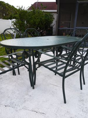 Patio furniture table and chairs for Sale in Orlando, FL