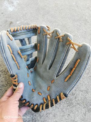 Softball glove for Sale in Lake View Terrace, CA