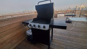 Char-Broil Gas Grill 4- burner for Sale in Secaucus, NJ