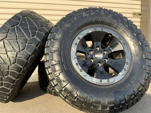 "2018 Ford Raptor 17"" black beadlock oem factory wheels Mud Tires 6 lug rims F-150 315/70R17 for Sale in Brighton, CO"