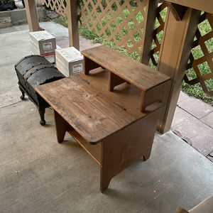 Small Kids Desk for Sale in City of Industry, CA