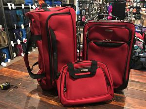 """3 piece luggage bundle carry on size 21"""" tote and 25"""" rolling duffle bag for Sale in San Diego, CA"""