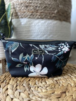NWT Kate Spade pouch/ makeup bag for Sale in Riverview, FL