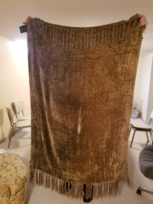 Brown throw blanket for Sale in Strongsville, OH