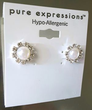 Shipping or PickUp: New hypo-allergenic silvertone faux pearl and faux diamond post earrings for Sale in Anaheim, CA