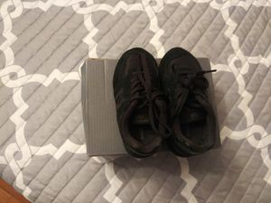 New Balance size 6 black for Sale in Raleigh, NC