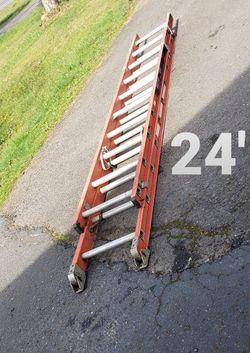 Columbia 24-ft Fiberglass Ladder (Type 1A-300#)(no rope)(older slide on slide style) for Sale in Oregon City,  OR