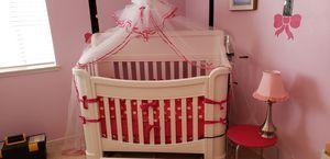 BABY CRIB (WHITE) very sturdy! for Sale in Murrieta, CA