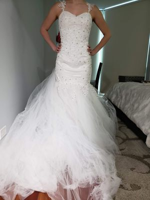 Wedding dress size 2 for Sale in Chicago, IL