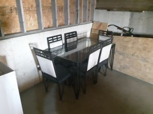 Dinning room table and chairs. Good condition. for Sale in Avilla, IN