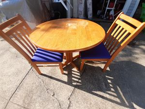Kitchen or dining room table for Sale in Valley View, OH