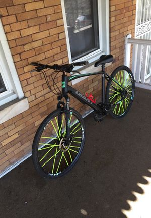 Mountain bike giant XL for Sale in Baltimore, MD