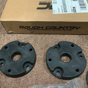 "Rough Country 2"" Leveling Kit. For 19-21 Silverado/sierra for Sale in Manhattan Beach, CA"