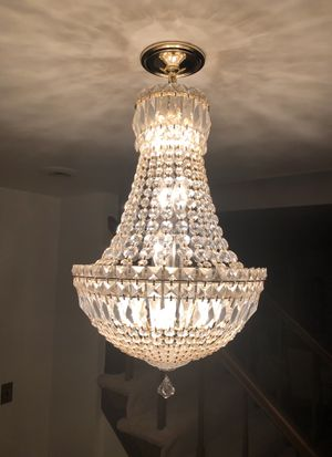 Chandelier for sale. Bulbs included. for Sale in Davidsonville, MD
