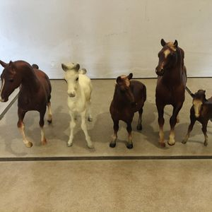 5pc plastic horses ( Tallest Ones Is 7inches, Shortest Ones Is 4 Inches ) for Sale in Las Vegas, NV