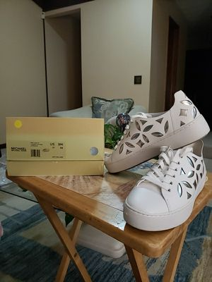 LIKE NEW MICHAEL KORS SILVER AND WHITE SNEAKERS for Sale in Jacksonville, FL