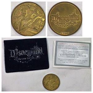 disney disneyland 45th anniversary SNOW WHITE coin for Sale in Tustin, CA