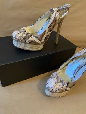 Beautiful pointed toe heel in beige size 6 for Sale in Hanover, NJ