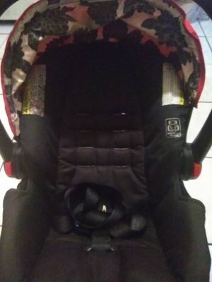 Graco snug ride infant car seat and base for Sale in Tampa, FL