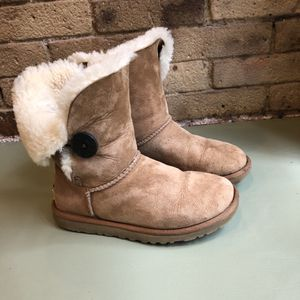 UGGs W5 (fits women's 6/6.5) Pickup in Tribeca Manhattan for Sale in New York, NY