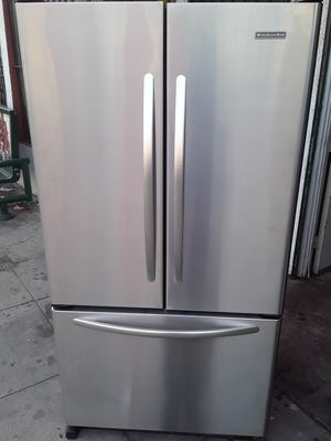 REFRIGERATOR KITCHEN AID FRENCH DOORS STAINLESS STEEL ICE MAKER MACHINE WATER DISPENSER EXTREMELY CLEAN for Sale in Los Angeles, CA