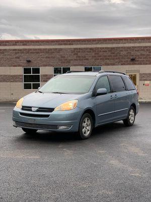 2004 Toyota Sienna XLE Minivan 4D for Sale in Lakewood, WA