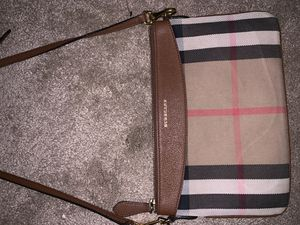 Authentic In great condition Burberry crossbody. Pick up only for Sale in Norco, CA