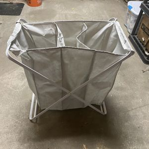 Laundry Hamper with 3 sections (Very Awesome) for Sale in Fort Walton Beach, FL