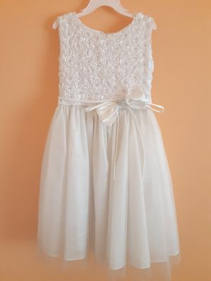 Size 6 flower girl communion dress for Sale in Shafter, CA