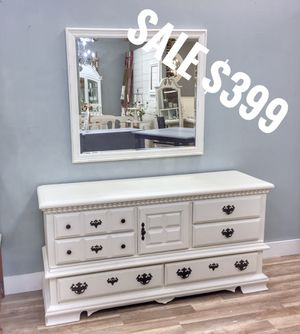 Dresser with mirror for Sale in Richmond, VA
