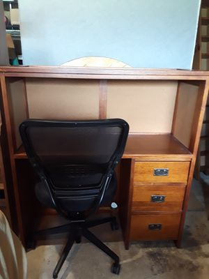 Wooden Desk with Hutch for Sale in Plainfield, IL