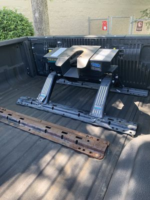 5th wheel hitch for Sale in St. Petersburg, FL