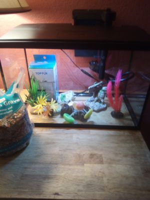 Top fin 5.71 gallons glass aquarium (serious inquiries) for Sale in Moreno Valley, CA