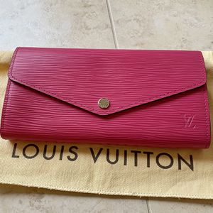 Louis Vuitton Sarah Wallet for Sale in Wilsonville, OR