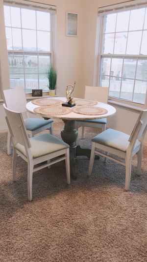 Beautiful vintage table and chairs for Sale in Tulsa, OK