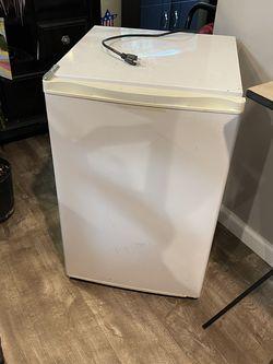White Mini Fridge for Sale in Massapequa,  NY