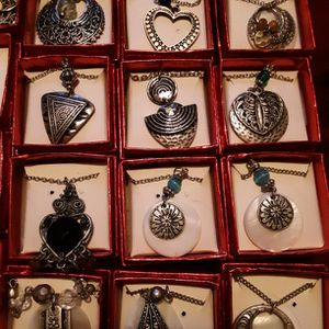 Lot Of 18 Dainty Necklaces for Sale in Swansea, MA