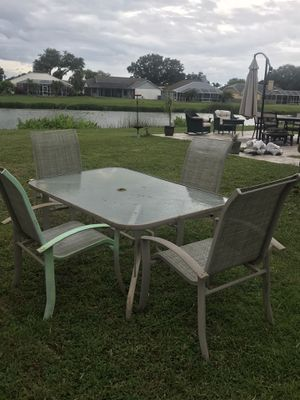 Patio furniture with chairs ( has some rust) for Sale in Brandon, FL