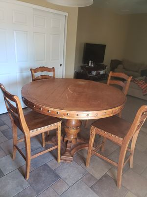Solid wood table w/4 matching chairs for Sale in Phoenix, AZ